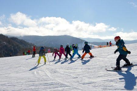 Jak wybrać miejsce wyjazdu na narty z dzieckiem