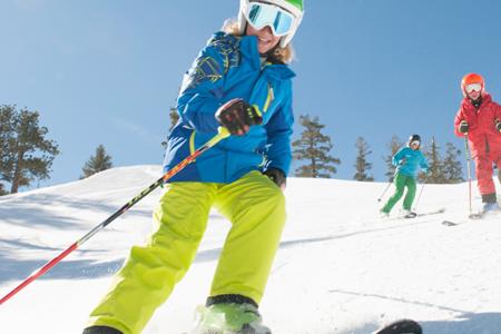 Dziecko na nartach – kiedy i jak zacząć naukę jazdy